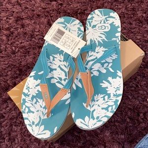 🌴🏝NWT UGG Sandals. SIZE 6. 🏝 🌴
